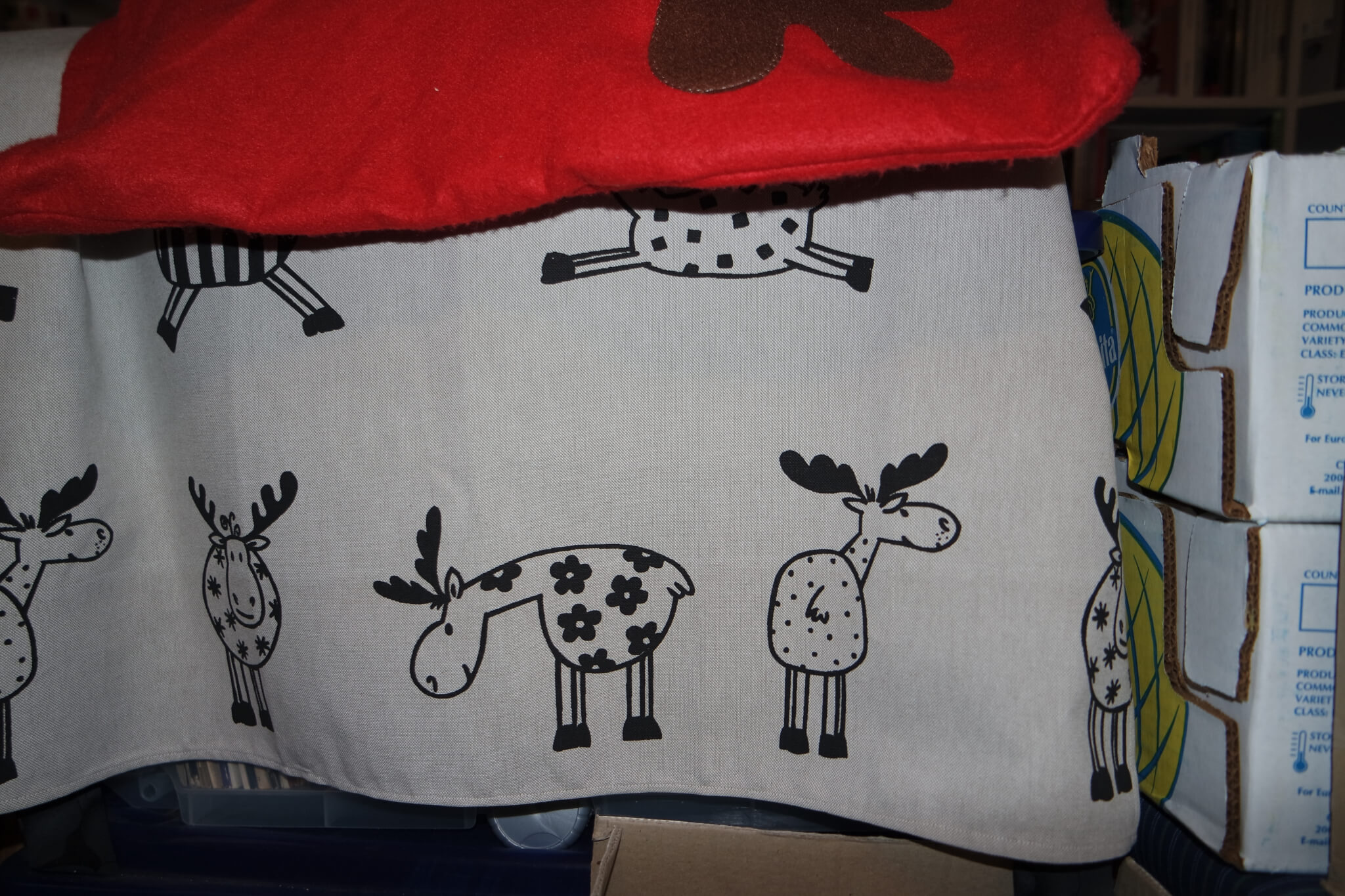 Decke mit Elchen als Muster