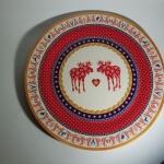 Wunderschöner alter Teller mit roten Elchen