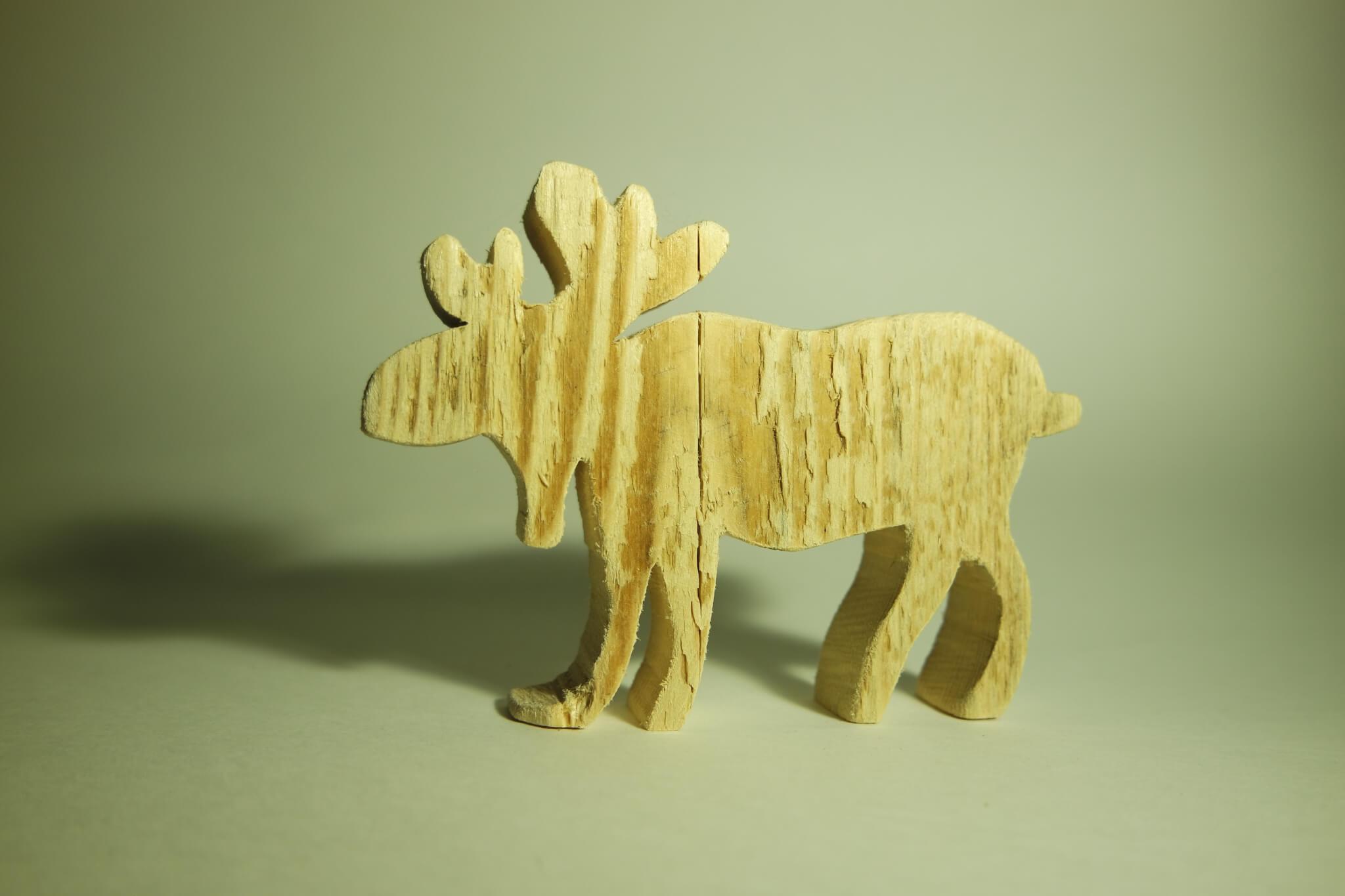Selbst ausgesägter Elch aus einer Holzplatte