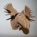 Selbst gebauter Elchkopf aus Pappe